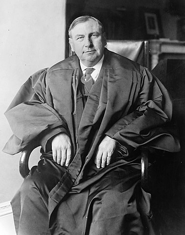 378px-Chief_Justice_Harlan_Fiske_Stone_photograph_circa_1927-1932.jpg