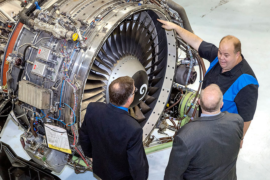 Students train on turbofan engine used in most commercial craft